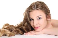 Giovane donna con bei capelli Immagini Stock