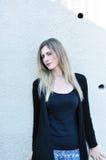 Giovane donna con capelli biondi Fotografie Stock Libere da Diritti
