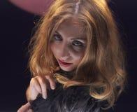 Giovane donna con capelli disheveled Fotografia Stock