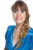 Giovane donna con capelli intrecciati in una treccia fotografie stock