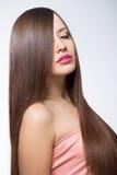 Giovane donna con capelli lunghi immagini stock