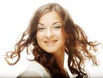 Giovane donna con capelli ricci Fotografia Stock Libera da Diritti