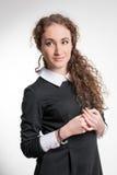Giovane donna con capelli ricci Immagini Stock