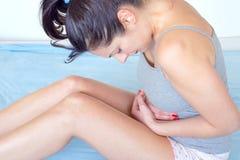Dolore mestruale prima e dopo il parto fotografia stock libera da diritti