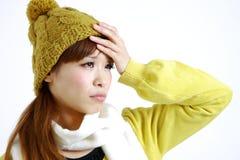 Giovane donna con febbre Immagini Stock Libere da Diritti
