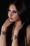 Giovane donna con gli accessori di lusso Immagini Stock Libere da Diritti