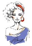 Giovane donna con gli accessori rossi Fotografie Stock Libere da Diritti