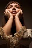 Giovane donna con gli occhi chiusi Fotografie Stock Libere da Diritti