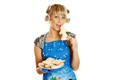 Giovane donna con i biscotti di natale Fotografia Stock Libera da Diritti
