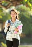 Giovane donna con i libri Immagini Stock Libere da Diritti