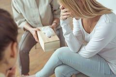 Giovane donna con i problemi emozionali Fotografia Stock