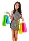 Giovane donna con i sacchetti della spesa di carta isolati su bianco Immagini Stock Libere da Diritti