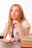 Giovane donna con i vetri, il taccuino ed i libri Fotografia Stock Libera da Diritti