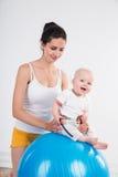 Giovane donna con il bambino Fotografia Stock Libera da Diritti