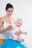 Giovane donna con il bambino Fotografie Stock Libere da Diritti