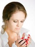 Giovane donna con il bicchiere di vino Fotografia Stock