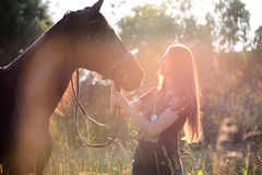Giovane donna con il cavallo Fotografie Stock Libere da Diritti