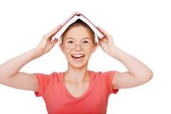 Giovane donna con il libro Fotografie Stock Libere da Diritti