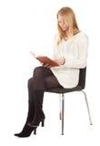 Giovane donna con il libro marrone Fotografia Stock