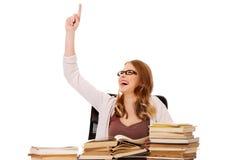 Giovane donna con il mucchio dei libri che indica su Immagini Stock Libere da Diritti