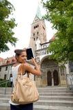 Giovane donna con il ridurre in pani Fotografie Stock