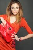 Giovane donna con il sacchetto Immagine Stock