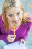 Giovane donna con il taccuino e la matita Immagine Stock Libera da Diritti