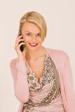 Giovane donna con il telefono mobile Immagine Stock