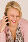 Giovane donna con il telefono mobile Immagine Stock Libera da Diritti