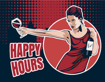 Giovane donna con il vetro di vino e la bottiglia di vino Happy hour del testo, città sui precedenti Immagine di riserva di vetto Fotografia Stock Libera da Diritti