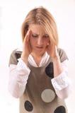Giovane donna con l'emicrania Immagini Stock Libere da Diritti