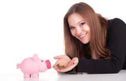 Giovane donna con la banca piggy dentellare Fotografia Stock Libera da Diritti