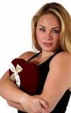 Giovane donna con la caramella del biglietto di S. Valentino Fotografia Stock Libera da Diritti