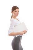 Giovane donna con la cartella bianca sul lavoro Fotografie Stock Libere da Diritti