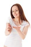 Giovane donna con la lampadina di ottimo rendimento Fotografia Stock