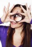 Giovane donna con la lente di ingrandimento Fotografia Stock Libera da Diritti