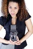 Giovane donna con la macchina fotografica dell'annata Immagini Stock