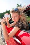 Giovane donna con la nuova automobile Immagini Stock Libere da Diritti