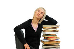Giovane donna con la pila di libri Immagini Stock Libere da Diritti