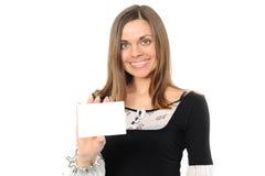 Giovane donna con la scheda bianca Immagine Stock