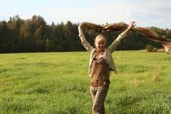Giovane donna con la sciarpa Immagine Stock