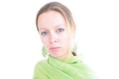 Giovane donna con la sciarpa verde Fotografia Stock Libera da Diritti