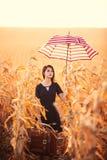 Giovane donna con la valigia e l'ombrello Immagine Stock Libera da Diritti