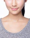 Giovane donna con le belle labbra Fotografia Stock