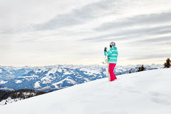Giovane donna con lo snowboard Fotografie Stock Libere da Diritti