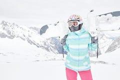 Giovane donna con lo snowboard Immagini Stock