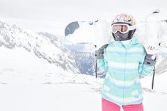 Giovane donna con lo snowboard Fotografia Stock Libera da Diritti