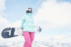 Giovane donna con lo snowboard Immagine Stock Libera da Diritti