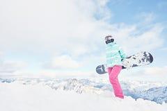 Giovane donna con lo snowboard Fotografia Stock