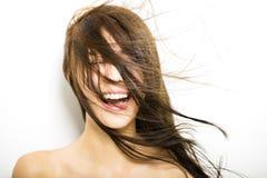 Giovane donna con moto dei capelli su bianco fotografie stock